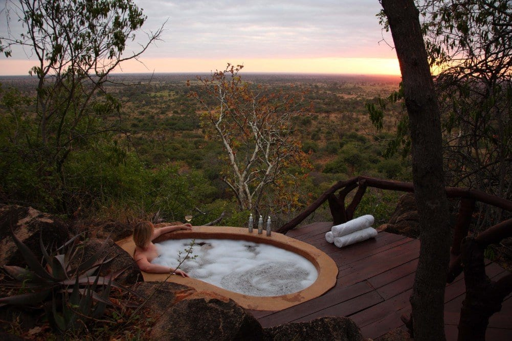 elsas-honeymoon-cottage-outdoor-bath-1